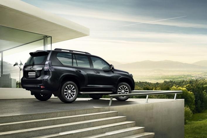 Toyota объявляет старт продаж специальной серии внедорожника Land Cruiser Prado Style