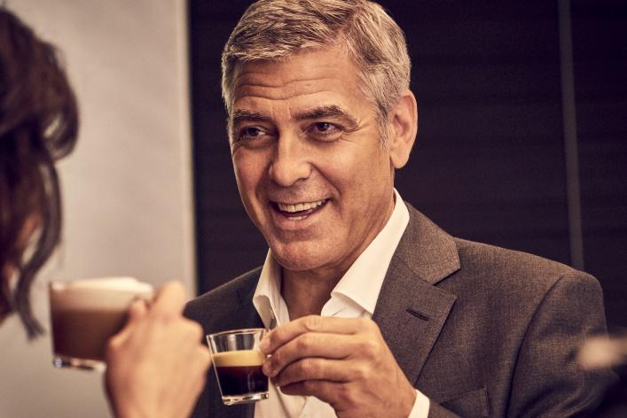 Противостояние Джорджа Клуни и Иэна МакШейна в новом эпизоде звездной саги Nespresso