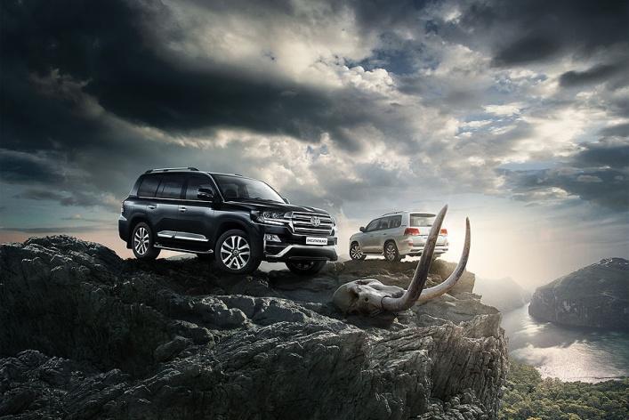 Toyota представляет эксклюзивную серию флагманского внедорожника Land Cruiser 200 – Executive Black и Executive White