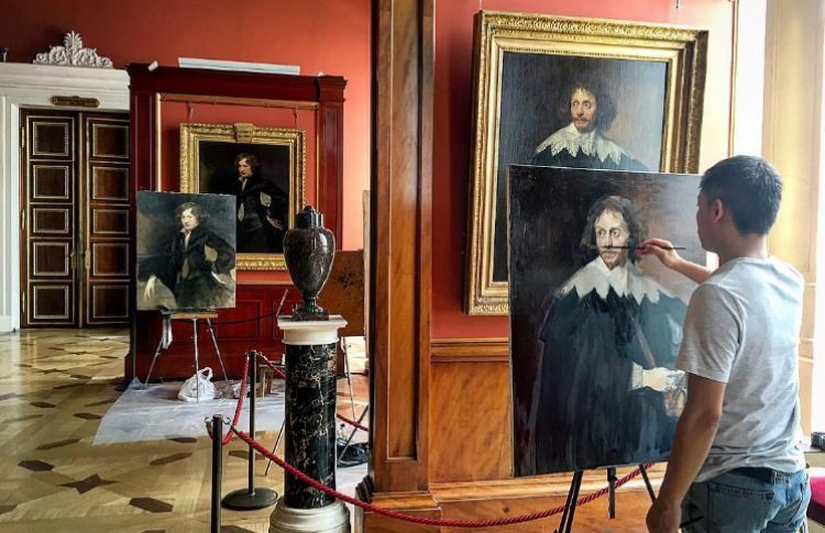 Выставка Юрия Молодковца «@HERMITAGE_MUSEUM |Образы музея, снятые мобильным телефоном»
