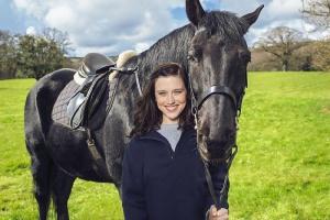 Конь и его девочка: на канале Nickelodeon премьера сериала «Верхом»