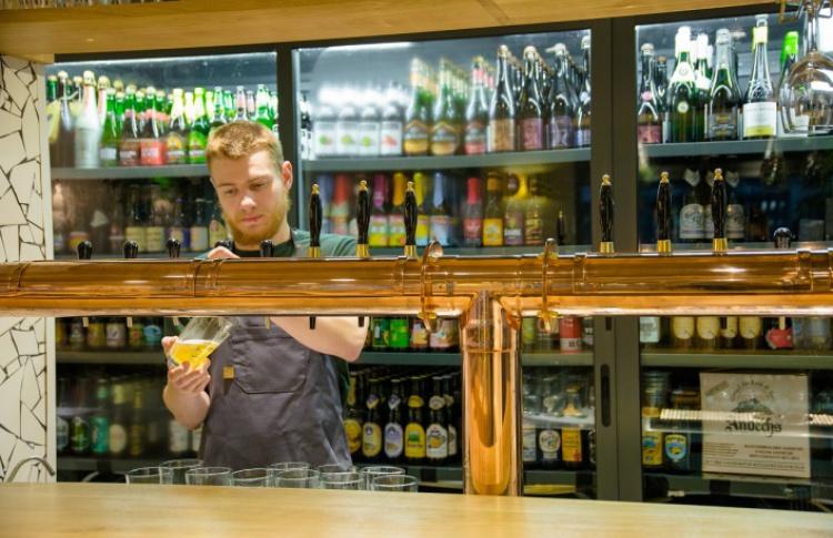 Пиво и вино: 8 ресторанов, где надо пробовать и то, и другое Фото №498431