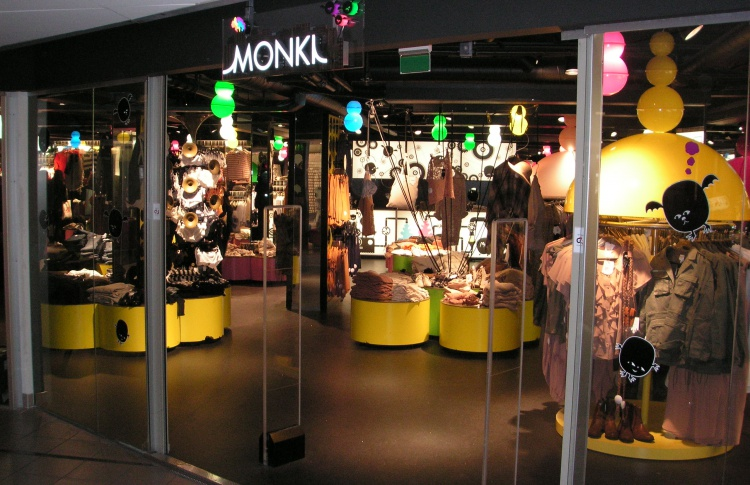 Магазин женской одежды, обуви и аксессуаров