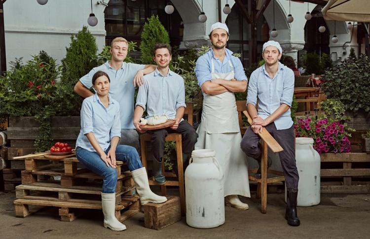 Чем кормили москвичей в 2016 году: дешевые крабы, модные рынки, бургеры от Тимати