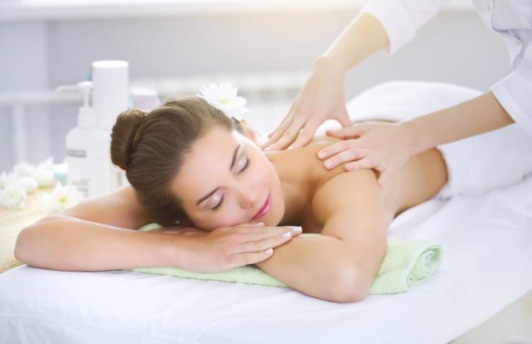 5 сайтов, где можно заказать массаж на дом