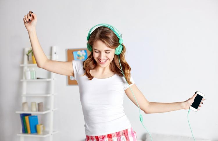 5 сайтов, где слушать музыку
