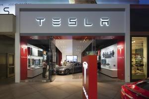 Tesla откроет свой первый автосалон в России