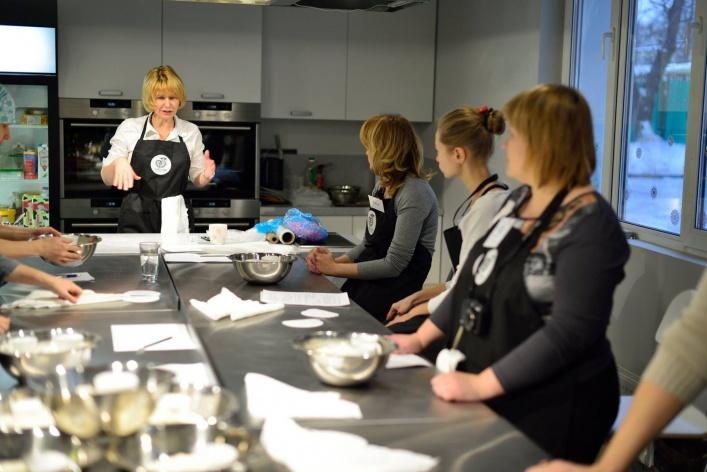 7 новых школ, где учат варить сыр, печь хлеб и разбираться в вине