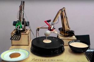 На ВДНХ появился робот, который печет блины