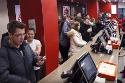 «Ла-Ла Лонгер»: гости KFC Маяковская пропели свои заказы в поддержку Лауреата премии Оскар!