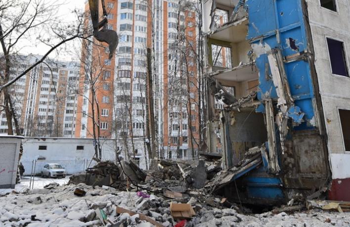 Вчера копали, сегодня сносим: что будет с пятиэтажками в Москве?