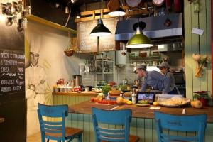 Плескавица, бао и ахе поке: 8 новых кафе на «Гастроферме»