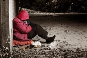Инструкция: как помочь бездомному человеку