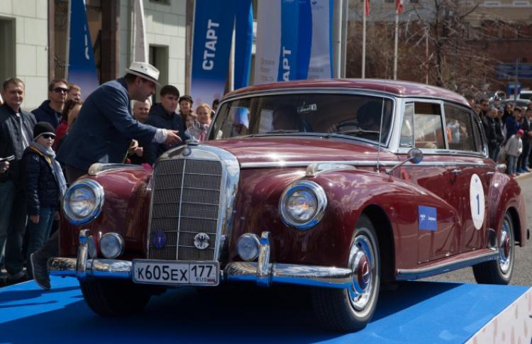Раритетные автомобили проедут по центральным улицам Москвы