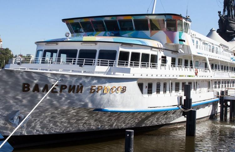 Корабль «Брюсов» уберут с Крымской набережной по требованию прокуратуры