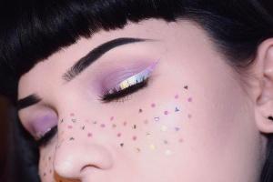 Тенденции: макияж с голографическим эффектом