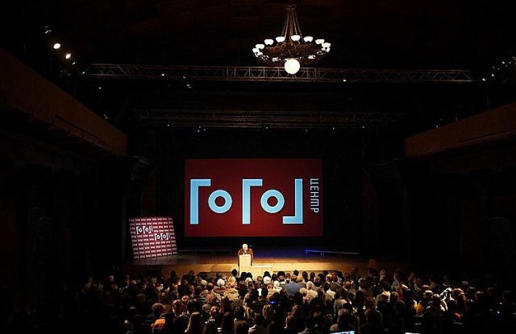 «Гоголь-центр» призвал зрителей собраться у театра