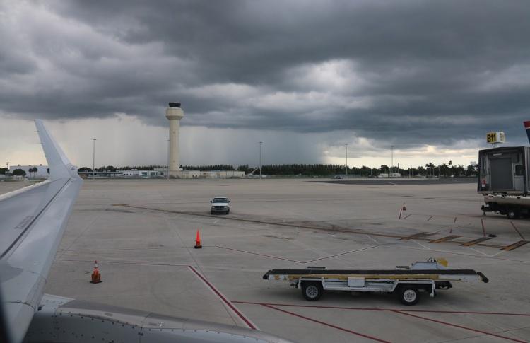 В Москве из-за урагана отменены и задержаны более 50 вылетов