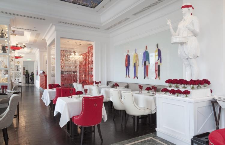 Поесть в роскошном ресторане