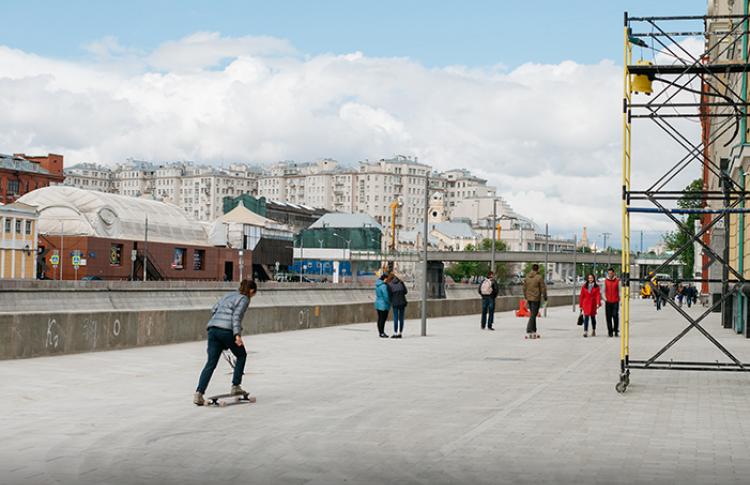Набережную Якиманки открыли для пешеходов