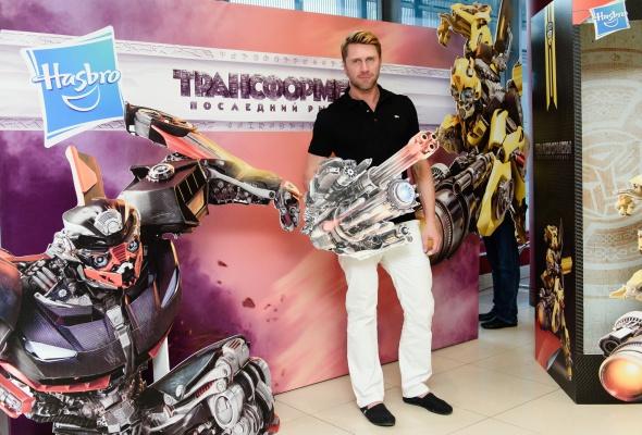 Премьера блокбастера «Трансформеры. Последний рыцарь» и презентация одноименной линейки игрушек  - Фото №3