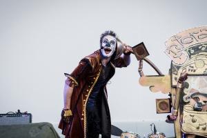 Спектакль артиста Cirque du Soleil на крыше