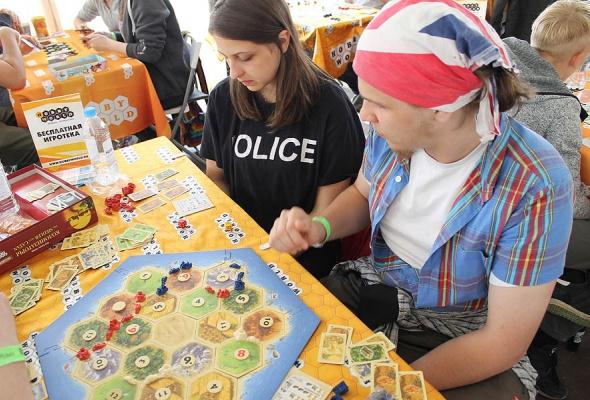 Мятные выходные: посетители «Дикой Мяты» сыграли в настольные игры с Hobby Games  - Фото №3