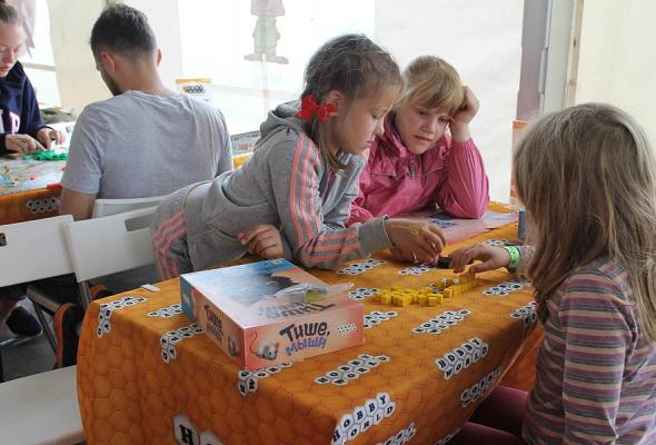 Мятные выходные: посетители «Дикой Мяты» сыграли в настольные игры с Hobby Games  - Фото №2