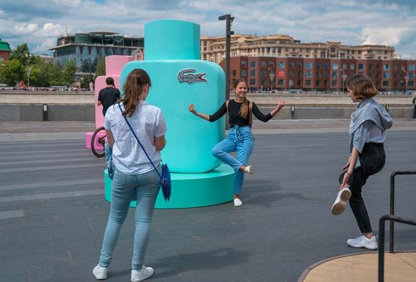 Бренд Lacoste устраивает летний перформанс в парке искусств «Музеон» - Фото №3