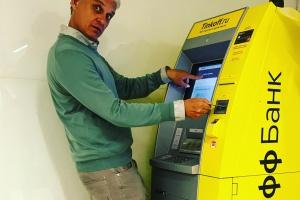 В Москве появился первый банкомат «Тинькофф Банка»
