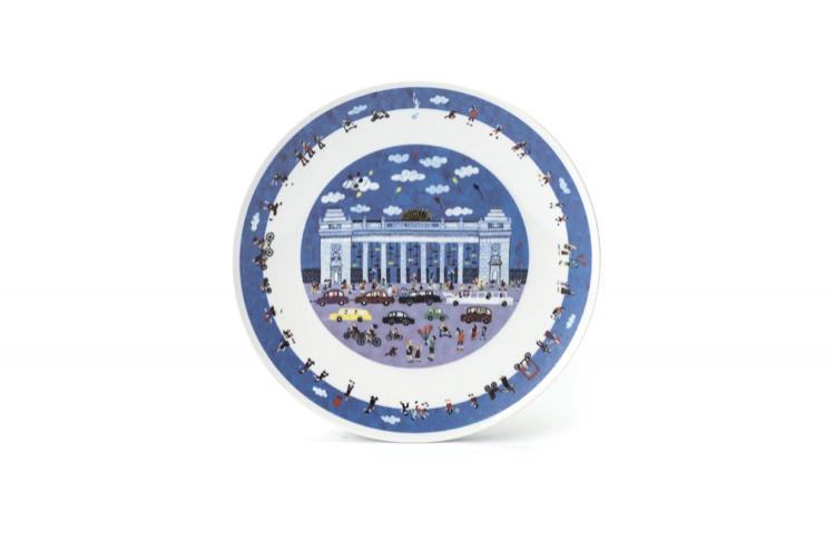 Тарелка с изображением главного входа Парка Горького (850 рублей)