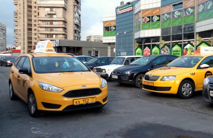 «Яндекс.Такси» и Uber объединились в России