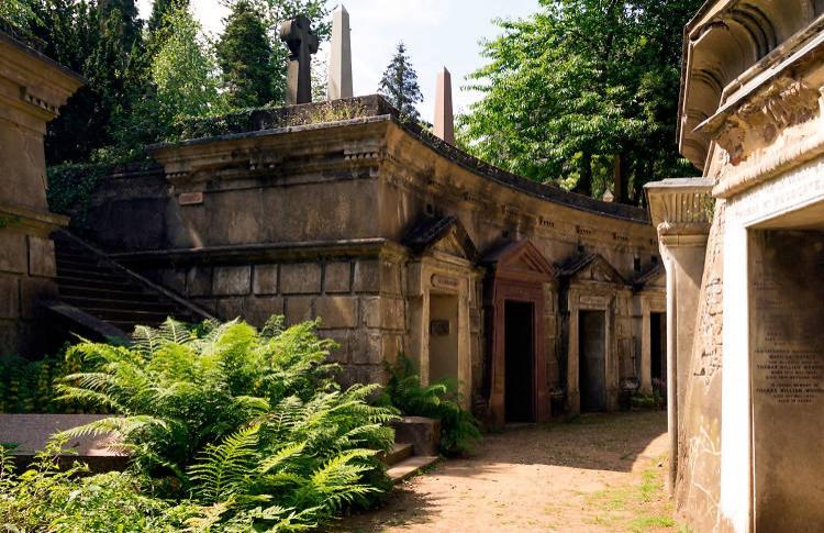 Хайгейтское кладбище в роли кладбища и крипты Винтерфелла