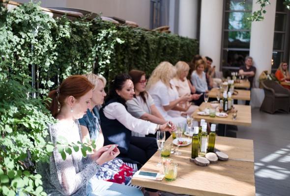 Мастер-класс от шеф-повара и советы нутрициолога: на презентации салатных заправок IDEAL журналисты стали экспертами по созданию идеальных салатов - Фото №0