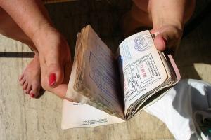 Франция будет выдавать визы россиянам за двое суток