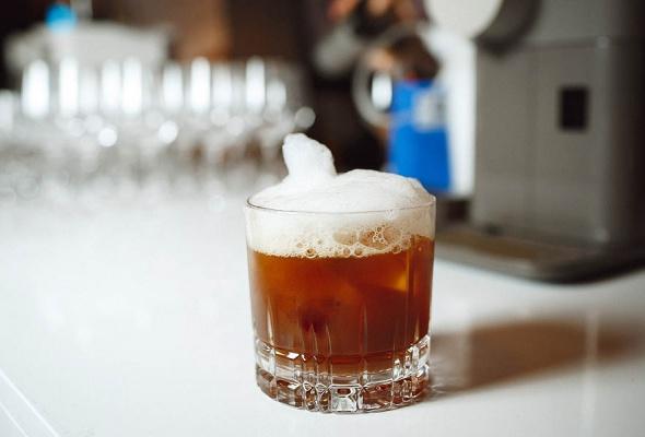 Бренд Nespresso представил кофемашину Lattissima One и лимитированные бленды Barista Choice в гастропабе «Техникум» - Фото №9