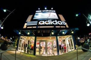 Ритейлер adidas до конца года закроет 160 магазинов в России