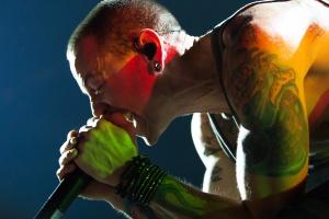 Два альбома Linkin Park вошли в десятку самых продаваемых в США после смерти Беннингтона