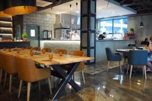 Под занавес лета: открытие ресторана Proviant