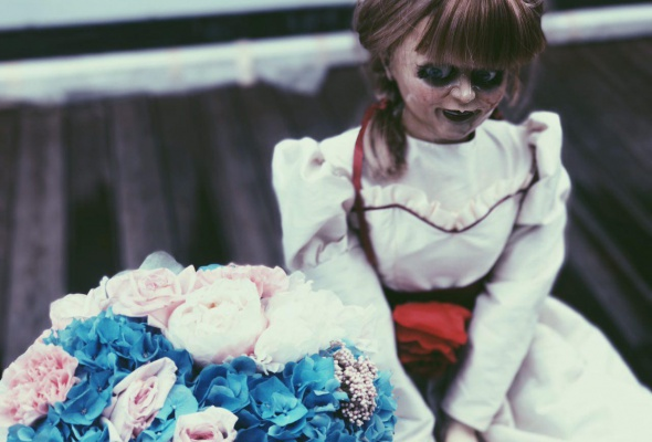 Ваш страх и ужас: кукла Аннабель в Instagram - Фото №6