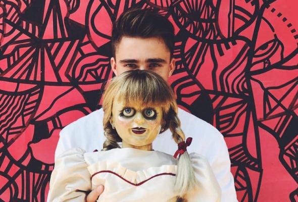 Ваш страх и ужас: кукла Аннабель в Instagram - Фото №2
