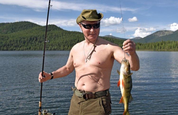 Павел Дуров показал голый торс и бросил вызов Путину в #PutinShirtlessChallenge