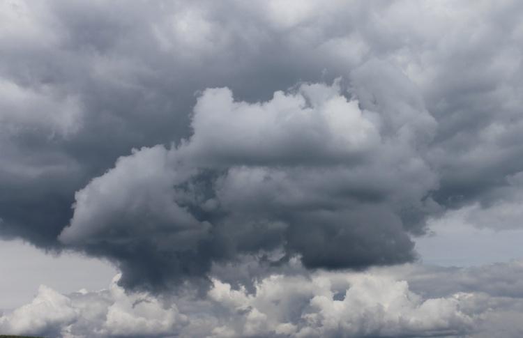 После полудня в Москве пройдут грозы с ураганным ветром