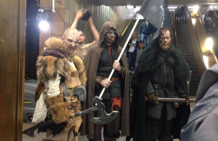В Московское метро спустились белые ходоки. И напугали пассажиров