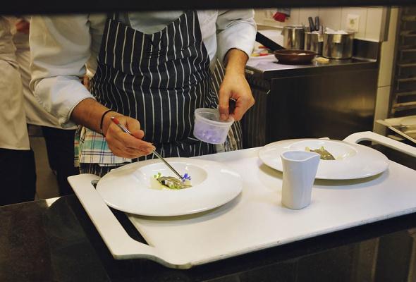 Мауро Колагреко и Игорь Гришечкин представили специальное блюдо в паре с кофе Nespresso на закрытом ужине в ресторане Кококо - Фото №6