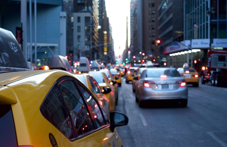 «Яндекс.Такси» привлекла 50 млн рублей на развитие детского такси