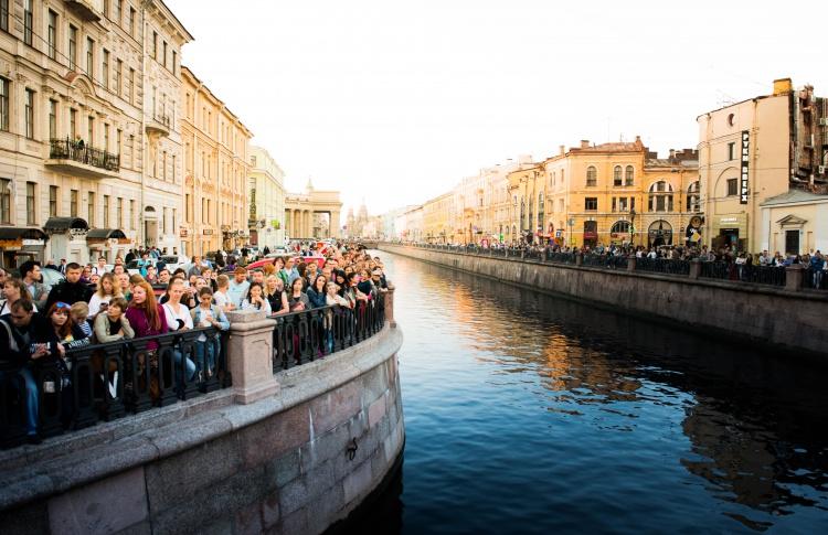 «Ленинградские мосты» и Lipton: проведите первые выходные осени в теплой музыкальной атмосфере!