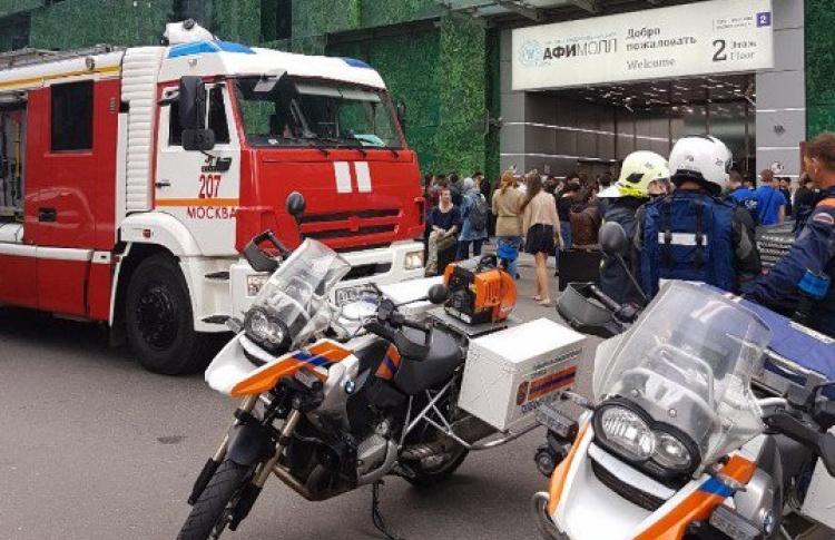 В Москве эвакуируют вокзалы и торговые центры. Онлайн