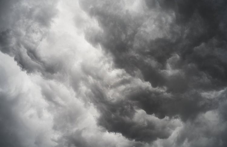 МЧС предупредило москвичей о надвигающейся грозе с ураганным ветром