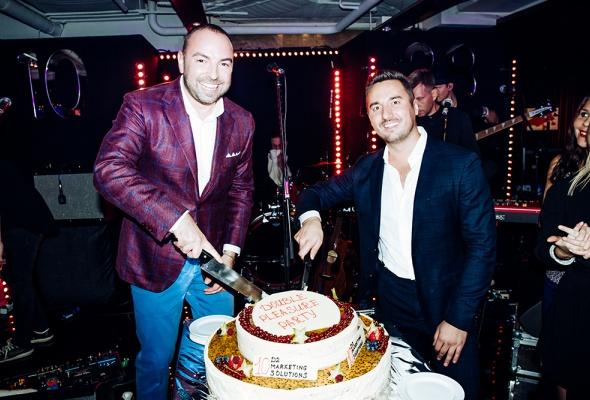Double Pleasure Party:  агентство D2 MARKETING SOLUTIONS  отметило свой Юбилей и День рождения основателя  Дмитрия Дудинского в «Недальнем востоке»  - Фото №6
